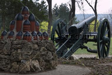 Gun war between Russia and Turkey-monument