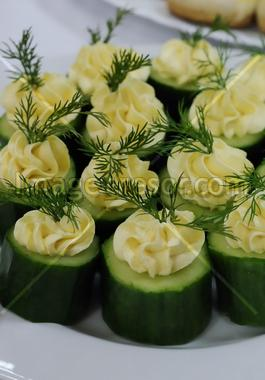 Slices of cucumber topped with cream cheese